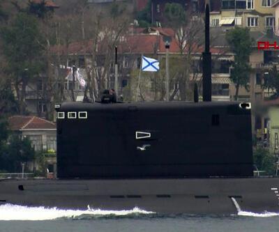 Rus denizaltısı İstanbul Boğazı'ndan geçti
