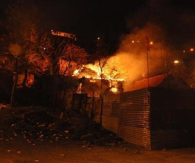 Ankara'da hurda deposu alev alev yandı