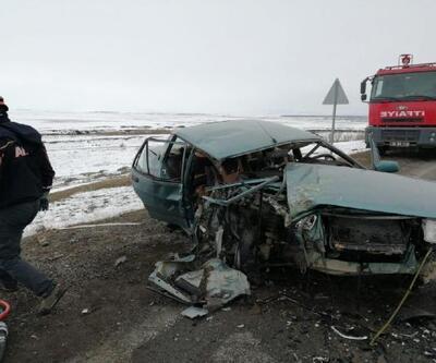 Taksi ile otomobil çarpıştı; 2 kız kardeş öldü