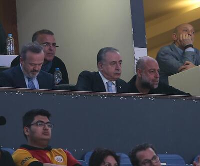 Tribünlerden Mustafa Cengiz'e destek