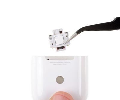 Apple AirPods 2 parçalarına ayrıldı