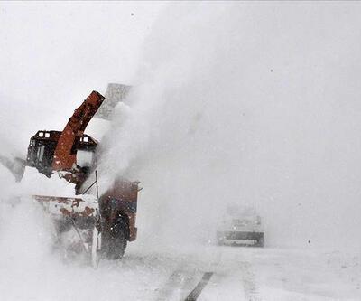 Van'da 8 metre karla mücadele