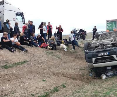 Ankara'da gezi minibüsü devrildi: 11 yaralı
