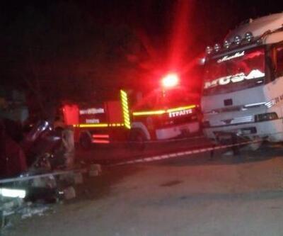 Freni patlayan kamyon park halindeki otomobile çarptı: 3 yaralı