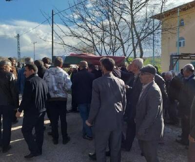 Bıçaklanarak öldürülen kadın öğretmen Elazığ'da son yolculuğuna uğurlandı