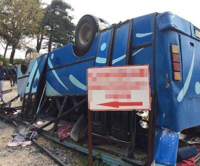 Soma'da tarım işçilerini taşıyan midibüs devrildi: 2 ölü, 25 yaralı