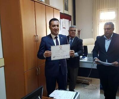 İmamoğlu Belediye Başkanı Kasım Karaköse mazbatasını aldı