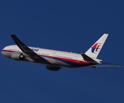 Kayıp Malezya uçağı hakkında şaşırtan iddia: Yangın baltası ile mi saldırdı?