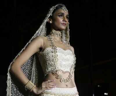 Hint modacı Tahiliani'den 'Boğaziçi'ndeki Hindistan' defilesi