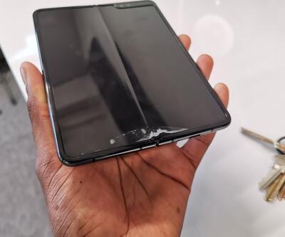 Samsung Galaxy Fold'un ekran çabuk kırılıyor