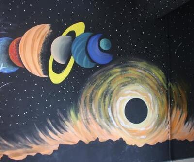 Okul koridorunu uzay boşluğuna çevirdiler
