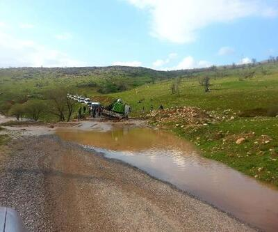 Eruh'ta çekici çamura saplandı, yol ulaşıma kapandı