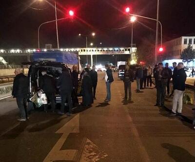 Hafif ticari araç, kırmızı ışıkta bekleyen TIR'a çarptı: 4 yaralı