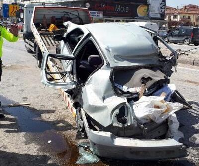 Ankara'da karşı şeride giren otomobil, 2 TIR'la çarpıştı: 4 yaralı