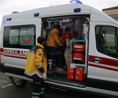 Anne ve 3 çocuğu trafik kazasında yaralandı