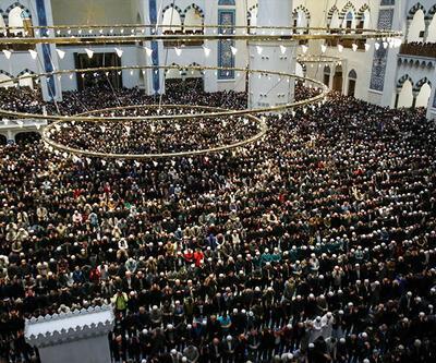 Binlerce kişi Çamlıca Camii'nde buluştu