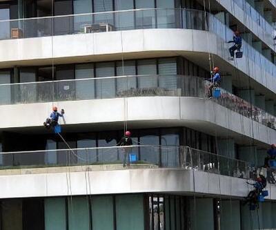 20 katlı binayı böyle temizlediler