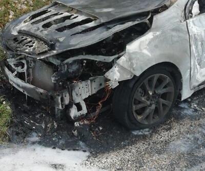 Yanan otomobilin bagajından ceset çıktı