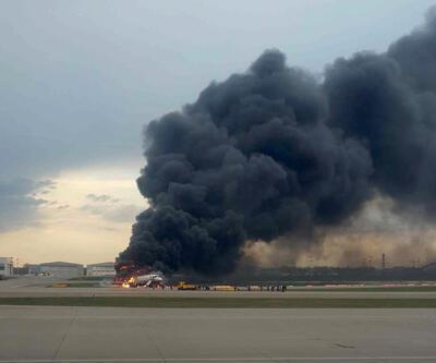 Yolcu uçağı, havadayken çıkan yangın sonrası acil iniş yaptı: Çok sayıda ölü var