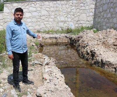 Denizli'deki depremden sonra oluşan yarıktan zehirli su akıyor
