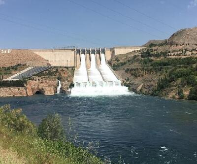 Keban Barajı'nın tahliye kapakları 15 yıl sonra açıldı