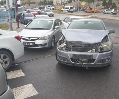 Başkent'te zincirleme trafik kazası: 3 yaralı