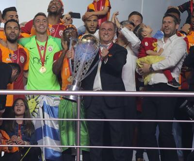 Galatasaraylı futbolcular sahneye bu şarkılarla çıktı