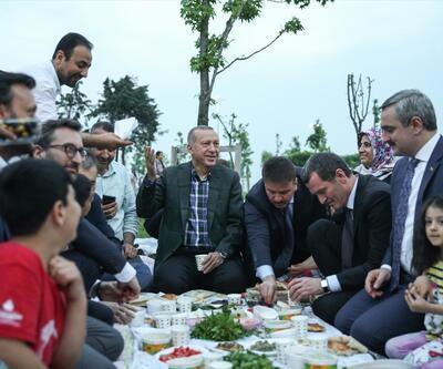 Erdoğan, vatandaşlarla iftar yaptı