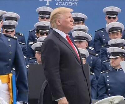 Trump 1000 kişi ile tokalaştı