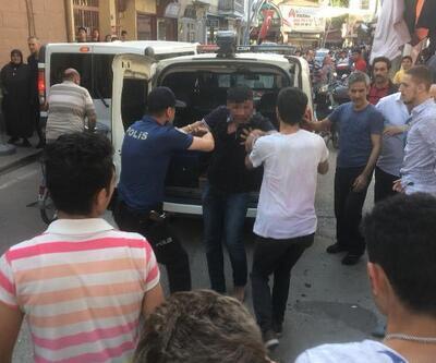 Anne ve kıza saldıran genç, mahalleliden dayak yedi