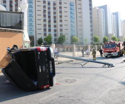 Sancaktepe'de elektrik direğine çarpan kamyonet takla attı: 6 yaralı