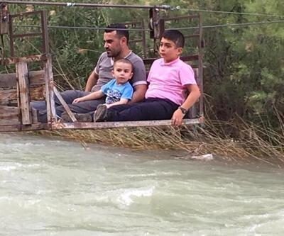 Çoruh Nehri'nden ilkel teleferikle geçip akrabalarıyla bayramlaşıyorlar
