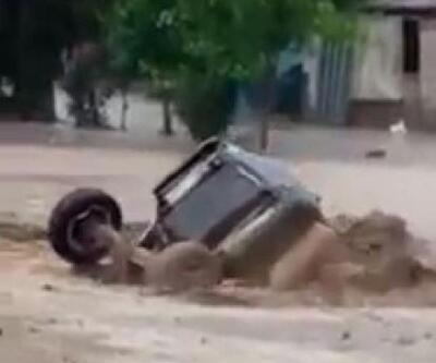 Acıpayam'da sel; otomobil ve traktör sürüklendi