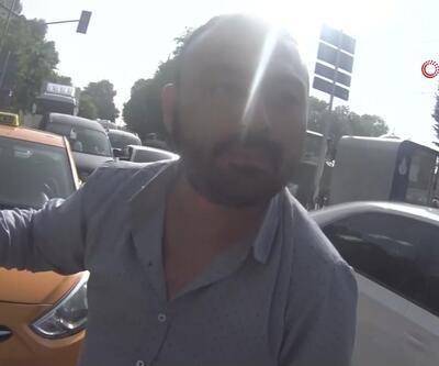 """Taksici ile motosikletlinin """"plaka yamuldu"""" kavgası kamerada"""