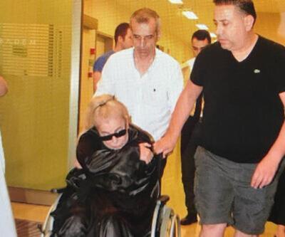 Zerrin Özer fenalaşarak hastaneye kaldırıldı