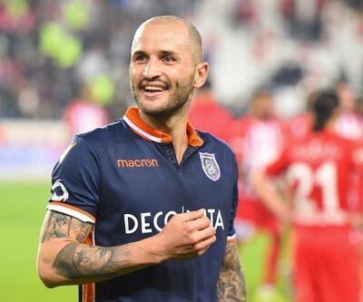Başakşehir 3 futbolcuya veda etti