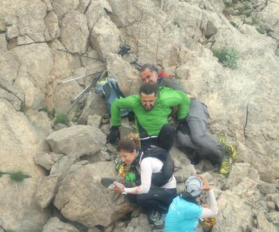 Ayı saldırısına uğrayan yaralı dağcı kurtarıldı