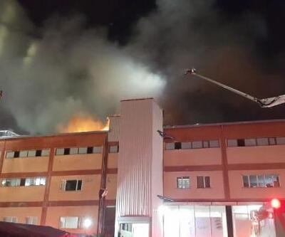 Büyükçekmece'de fabrika yangını: Mahsur kalan 20 işçiyi itfaiye kurtardı