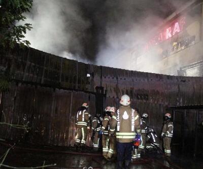 Sancaktepe'de raf fabrikasında yangın