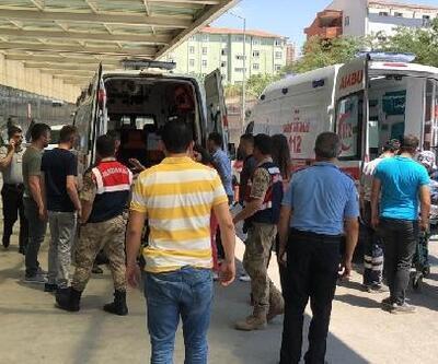 Pervari'de, zırhlı aracın geçişi sırasında patlama: 2 asker yaralı