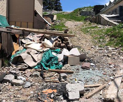 Uludağ'da kar eridi, çöpler ortaya çıktı