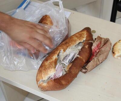 Dilencilere yapılan uygulamada, ekmek arasında para çıktı