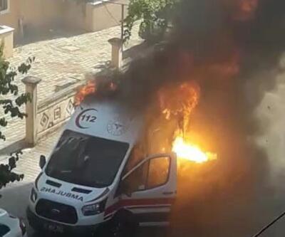 Antalya'da korkunç olay! Hasta taşıyan ambulans alev aldı