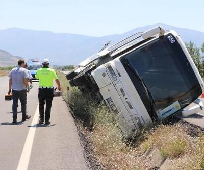 Denizli'de, tur otobüsü devrildi: 5 yaralı