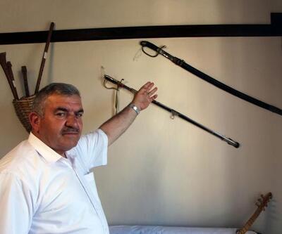 Rus askerin kılıcı, 'cezalı' ibaresi ile sergileniyor