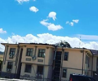 Fırtına,kaymakamlık binasının çatısını uçurdu
