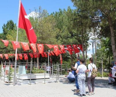Ömer Halisdemir'in mezarı, ziyaretçi akınına uğruyor