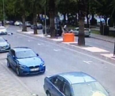 Otomobilin yaşlı adama çarpma anı kameraya yansıdı