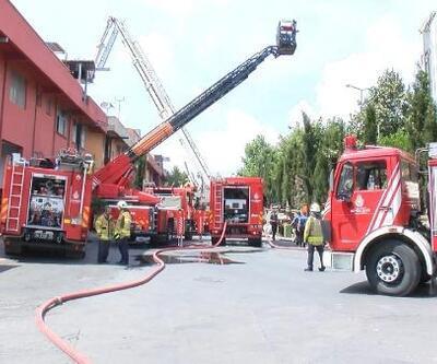 Başakşehir'de işyerinin çatısı alev alev yandı
