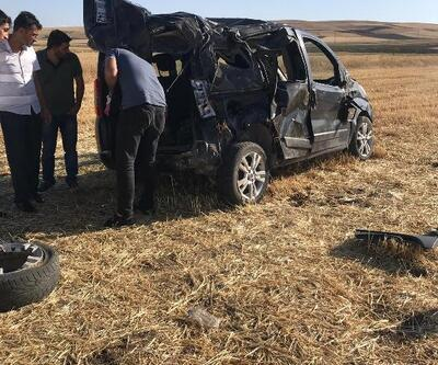 Kovancılar'da hafif ticari araç takla attı: 2 yaralı